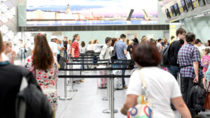 Авиакомпания AZUR Air: правила провоза ручной клади