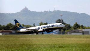 Ryanair решил брать деньги за бесплатную ручную кладь